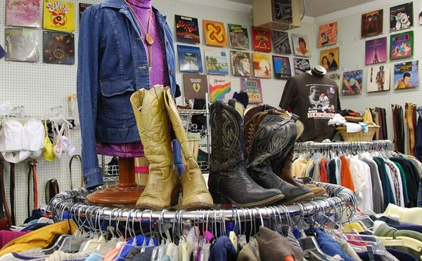 5 Reasons to Shop or Donate at your local Thrift Store